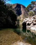 Όχθη ποταμού στην επαρχία στοκ φωτογραφία με δικαίωμα ελεύθερης χρήσης