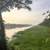 Όχθη ποταμού στην Ταϊλάνδη στην αυγή στοκ εικόνα με δικαίωμα ελεύθερης χρήσης