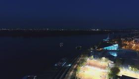 Όχθη ποταμού στη νύχτα στοκ φωτογραφίες με δικαίωμα ελεύθερης χρήσης