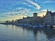 Όχθη ποταμού της πόλης της Ζυρίχης Στοκ Εικόνα