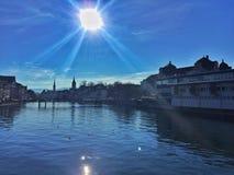 Όχθη ποταμού της πόλης της Ζυρίχης Στοκ Φωτογραφίες