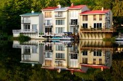 όχθη της λίμνης σπιτιών Στοκ Εικόνα