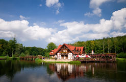 όχθη της λίμνης σπιτιών Στοκ φωτογραφία με δικαίωμα ελεύθερης χρήσης