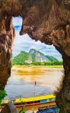 Όψη από τη σπηλιά Όμορφο τοπίο Λάος στοκ εικόνες