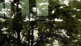 Όψη από το παράθυρο τραίνων Μπορείτε να δείτε τη λίμνη και την εκκλησία φιλμ μικρού μήκους