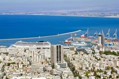 Όψη από το υποστήριγμα Carmel στο λιμένα και τη Χάιφα στο Ισραήλ Στοκ Φωτογραφία