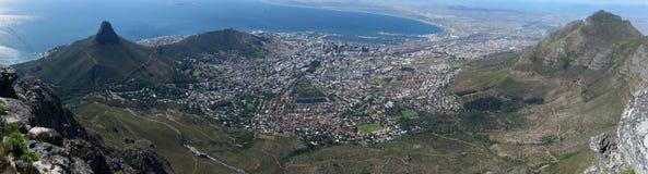 όψη επιτραπέζιων πόλεων πανοράματος βουνών ακρωτηρίων Στοκ εικόνες με δικαίωμα ελεύθερης χρήσης
