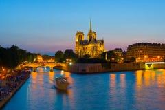 όψη κυρίας de night notre Παρίσι Στοκ φωτογραφία με δικαίωμα ελεύθερης χρήσης