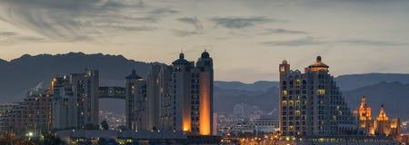 Όψη νύχτας σχετικά με τα ξενοδοχεία θερέτρου Eilat στοκ εικόνες
