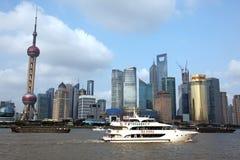 Όψη οριζόντων της Σαγγάης Pudong από το φράγμα - Στοκ Φωτογραφία