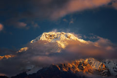 όψη Ουάσιγκτον ΑΜ Annapurna ΙΙΙ στην ανατολή από Chomrong, Νεπάλ Στοκ Εικόνες