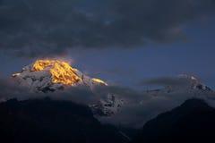 όψη Ουάσιγκτον ΑΜ Annapurna ΙΙΙ στην ανατολή από Chomrong, Νεπάλ Στοκ εικόνες με δικαίωμα ελεύθερης χρήσης