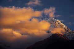 όψη Ουάσιγκτον ΑΜ Annapurna στην ανατολή από Chomrong, Νεπάλ Στοκ εικόνες με δικαίωμα ελεύθερης χρήσης