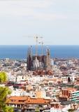 Όψη πόλεων της Βαρκελώνης με Sagrada FamÃlia τον καθεδρικό ναό και Mediterr Στοκ Φωτογραφίες