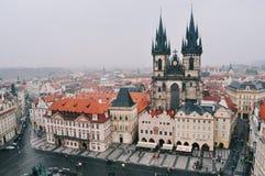 Όψη σχετικά με την παλαιά πλατεία της πόλης στην Πράγα Στοκ φωτογραφίες με δικαίωμα ελεύθερης χρήσης
