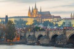 όψη της Πράγας κάστρων cesky τσεχική πόλης όψη δημοκρατιών krumlov μεσαιωνική παλαιά Στοκ Φωτογραφίες