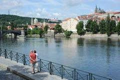 Όψη της Πράγας κατά μήκος του ποταμού Vltava Στοκ φωτογραφία με δικαίωμα ελεύθερης χρήσης