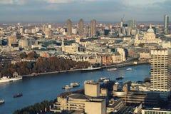 όψη του Τάμεση ατμοπλοίων του Λονδίνου s ματιών πουλιών Στοκ Εικόνα
