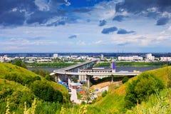 Όψη Nizhny Novgorod. Γέφυρα μετρό στοκ φωτογραφία