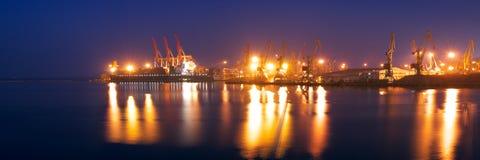 Όψη Panormaic του θαλάσσιου λιμένα τη νύχτα Στοκ φωτογραφία με δικαίωμα ελεύθερης χρήσης