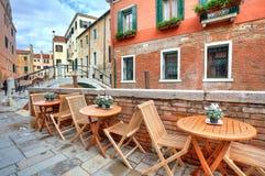 Όψη Tipical σχετικά με τη μικρή οδό στη Βενετία, Ιταλία. Στοκ Φωτογραφίες