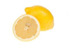 όλη η ανασκόπηση απομόνωσε τα juicy λεμόνια δύο λευκό Στοκ φωτογραφία με δικαίωμα ελεύθερης χρήσης