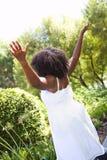 Όλη η φυσική γυναίκα αφροαμερικάνων έξω στη φύση Στοκ φωτογραφία με δικαίωμα ελεύθερης χρήσης