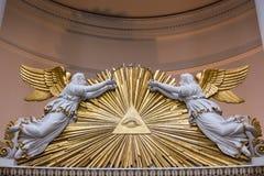 Όλοι που βλέπουν στην ταφόπετρα γωνιών ματιών τις παλαιές ακτίνες αρχιτεκτονικής θρησκευτικές Στοκ Εικόνες