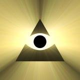Όλοι που βλέπουν την πυραμίδα ματιών με την ελαφριά φλόγα Στοκ φωτογραφία με δικαίωμα ελεύθερης χρήσης