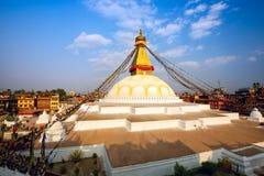 όλο το γιγαντιαίο χρυσό ημισφαίριο Κατμαντού Νεπάλ πρώτου πλάνου ματιών του Βούδα boudhanath που βλέπει το μικρότερο κορυφαίο λευ Στοκ εικόνες με δικαίωμα ελεύθερης χρήσης