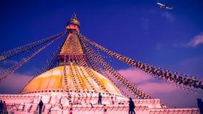 όλο το γιγαντιαίο χρυσό ημισφαίριο Κατμαντού Νεπάλ πρώτου πλάνου ματιών του Βούδα boudhanath που βλέπει το μικρότερο κορυφαίο λευ Στοκ εικόνα με δικαίωμα ελεύθερης χρήσης
