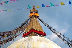 όλο το γιγαντιαίο χρυσό ημισφαίριο Κατμαντού Νεπάλ πρώτου πλάνου ματιών του Βούδα boudhanath που βλέπει το μικρότερο κορυφαίο λευ Στοκ φωτογραφίες με δικαίωμα ελεύθερης χρήσης