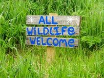 Όλο το ευπρόσδεκτο σημάδι άγριας φύσης Στοκ φωτογραφία με δικαίωμα ελεύθερης χρήσης