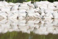 ύδωρ άμμου πλημμυρών τσαντών στοκ φωτογραφία με δικαίωμα ελεύθερης χρήσης