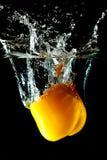 ύδωρ παφλασμών πιπεριών κίτρ&io στοκ φωτογραφίες με δικαίωμα ελεύθερης χρήσης