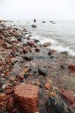 ύδωρ πετρών θάλασσας ψαράδων φθινοπώρου Στοκ Φωτογραφίες