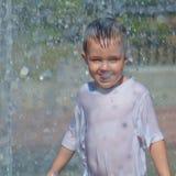 ύδωρ 2 σειρών παιδιών Στοκ εικόνα με δικαίωμα ελεύθερης χρήσης