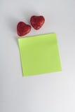 δύο διακοσμητικές καρδιές με τα τσέκια βαλεντίνος σχεδίων στις 14 Φεβρουαρίου Στοκ Εικόνες
