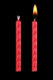 δύο κόκκινα κεριά γενεθλίων που απομονώνονται στο Μαύρο Στοκ Φωτογραφίες