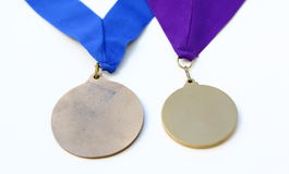 δύο μετάλλια βραβείων που απομονώνονται Στοκ φωτογραφίες με δικαίωμα ελεύθερης χρήσης