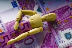ύπνοι χρημάτων ατόμων κάτω από ξύ Στοκ φωτογραφία με δικαίωμα ελεύθερης χρήσης