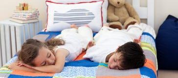 ύπνος αδελφών αδελφών Στοκ φωτογραφία με δικαίωμα ελεύθερης χρήσης