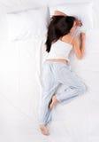 Ύπνος γυναικών στη θέση αστεριών Στοκ εικόνες με δικαίωμα ελεύθερης χρήσης