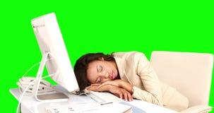 Ύπνος επιχειρηματιών στο γραφείο της φιλμ μικρού μήκους