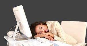 Ύπνος επιχειρηματιών στο γραφείο της απόθεμα βίντεο