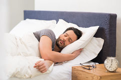 Ύπνος νεαρών άνδρων Στοκ Φωτογραφία