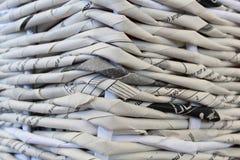 Ύφανση στις εφημερίδες Στοκ εικόνα με δικαίωμα ελεύθερης χρήσης