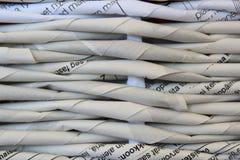 Ύφανση στις εφημερίδες Στοκ εικόνες με δικαίωμα ελεύθερης χρήσης