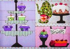 Ύφασμα ντεκόρ για την κουζίνα με τα γλυκά Bon Appetit Στοκ εικόνες με δικαίωμα ελεύθερης χρήσης
