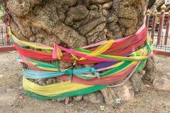 Ύφασμα στο δέντρο, πίστη της Ταϊλάνδης στοκ εικόνα με δικαίωμα ελεύθερης χρήσης